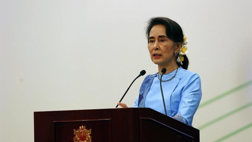 """Suu Kyi invoca """"paz y estabilidad"""" en Birmania ante crisis con los rohinyá"""