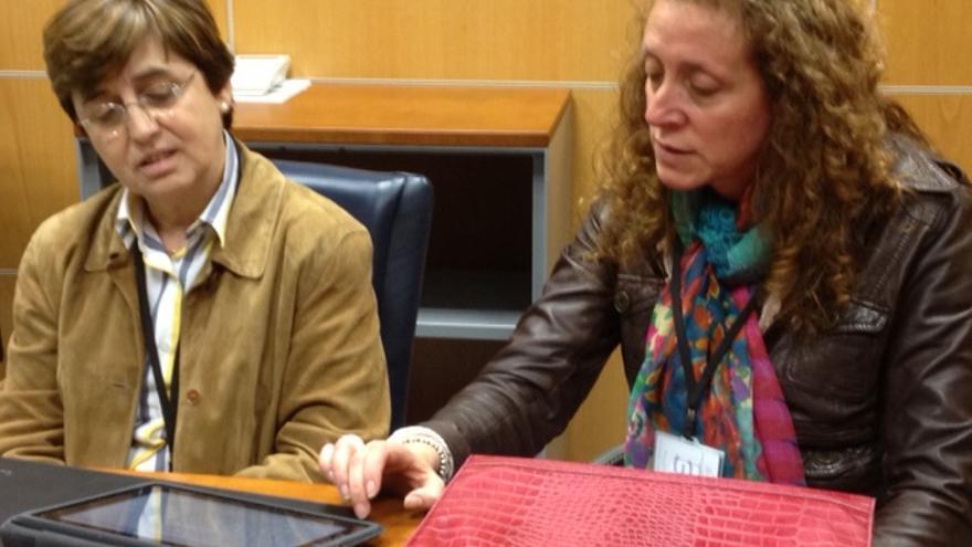 Teresa Maura (a la izquierda) y Susana Cuesta durante la entrevista.