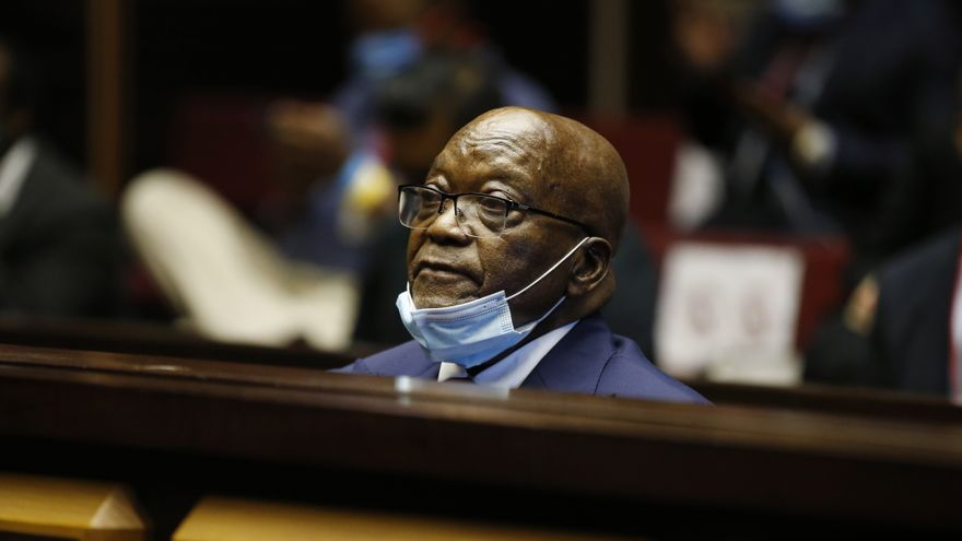 Quince meses de cárcel para el expresidente sudafricano Zuma por desacato