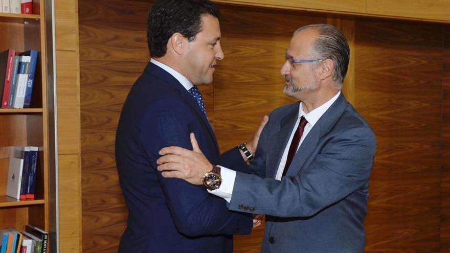 Mañueco (PP) será investido el martes en Castilla y León en primera votación