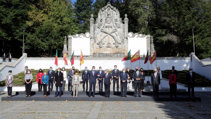 Comienza la Cumbre Luso-española con retraso por la niebla
