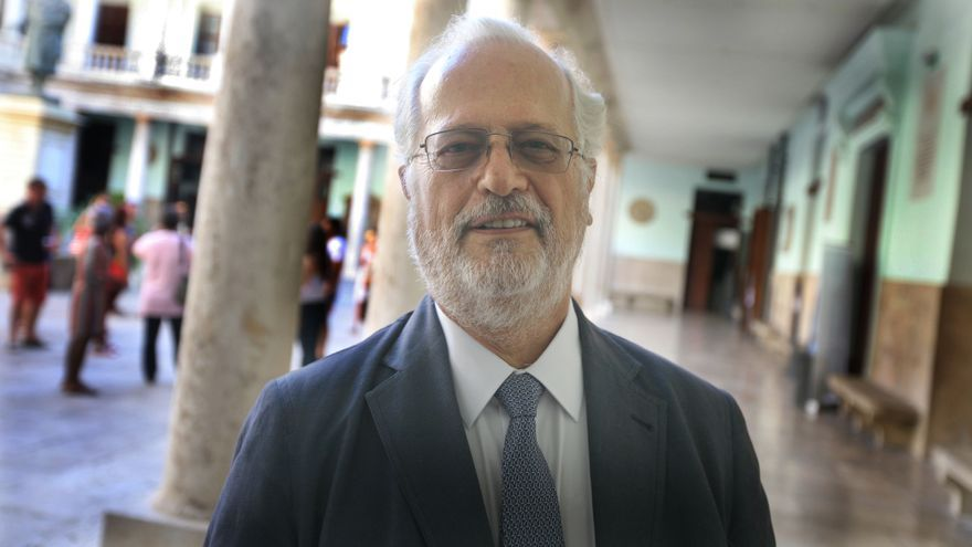 """Carlos Sebastián, economista y autor del libro """"España estancada""""."""