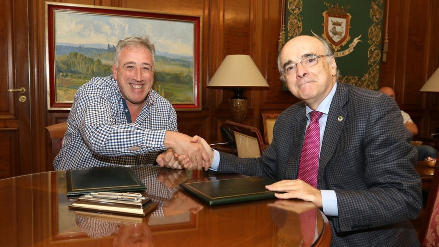 """Ayuntamiento de Pamplona y Euskaltzaindia firman un convenio para """"normalizar"""" y """"promocionar"""" el euskera en la ciudad"""