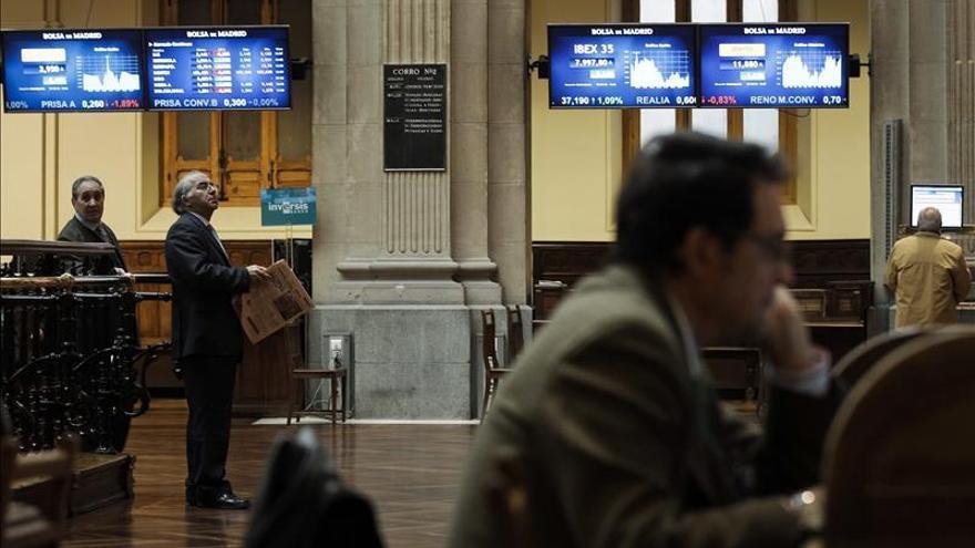 La bolsa española comienza la semana con ganancias y el IBEX sube el 0,38 por ciento