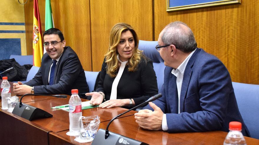 Susana Díaz en su grupo parlamentario.
