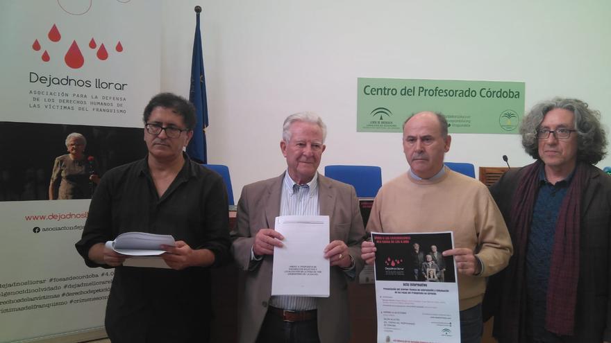 El equipo de expertos y la asociación 'Dejadnos Llorar' presentan la actuación en las fosas de Córdoba.