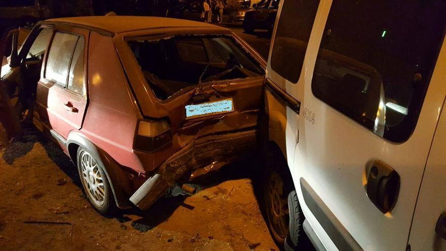 En la imagen, uno de los coches siniestrados. Foto: BOMBEROS LA PALMA