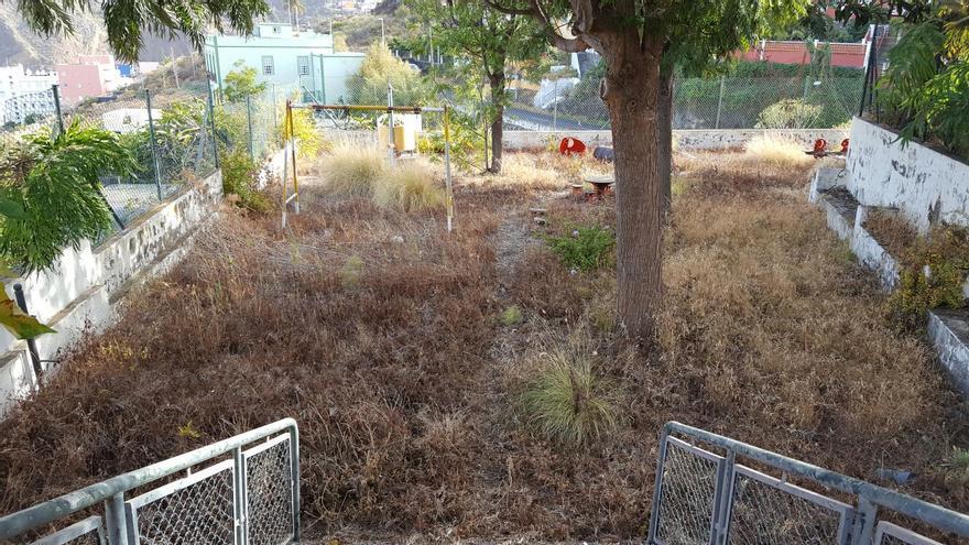 Parque infantil del barrio de Calsinas. Foto cedida por Ciudadanos.