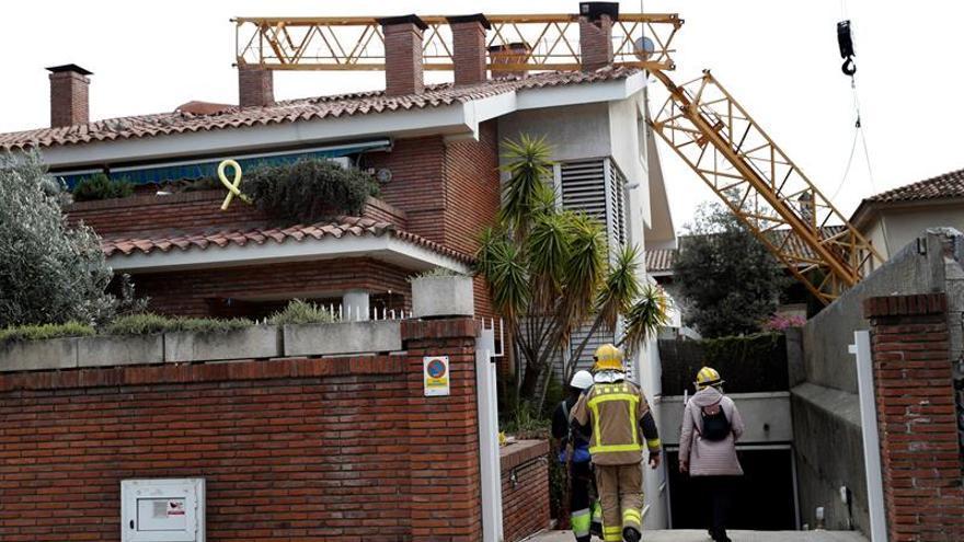 Un operario muerto y otro herido al caer una grúa en una obra en Barcelona