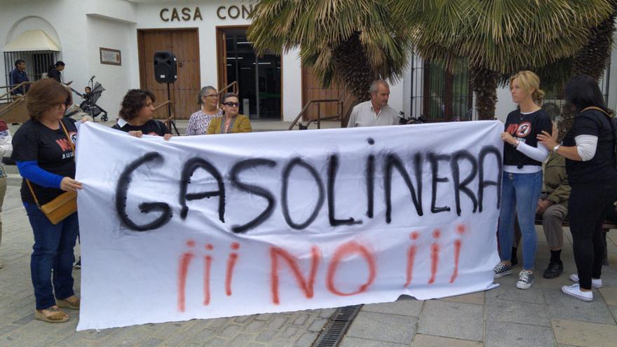 Protesta vecinal contra el proyecto de gasolinera.