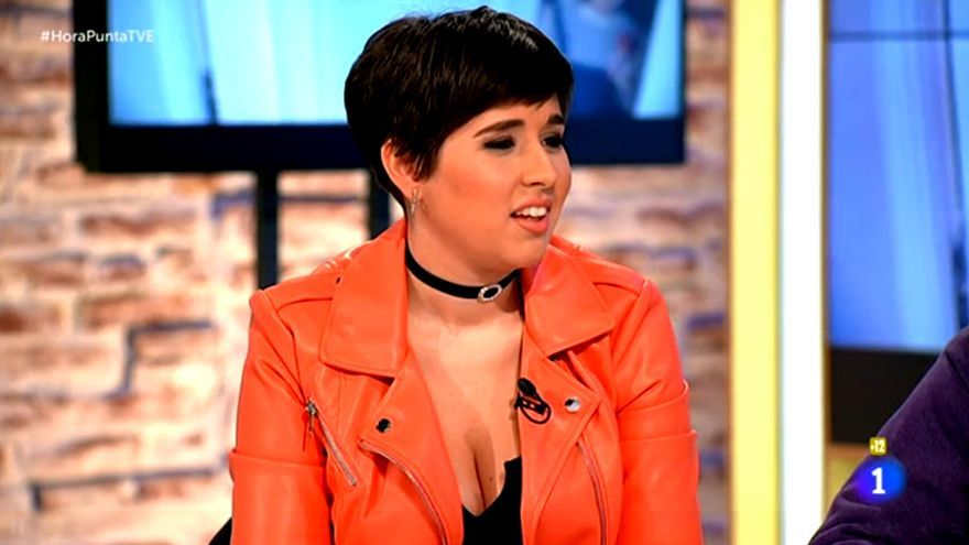 Alejandra Castelló, colaboradora de 'Hora Punta', se desnuda en 'Primera Línea'