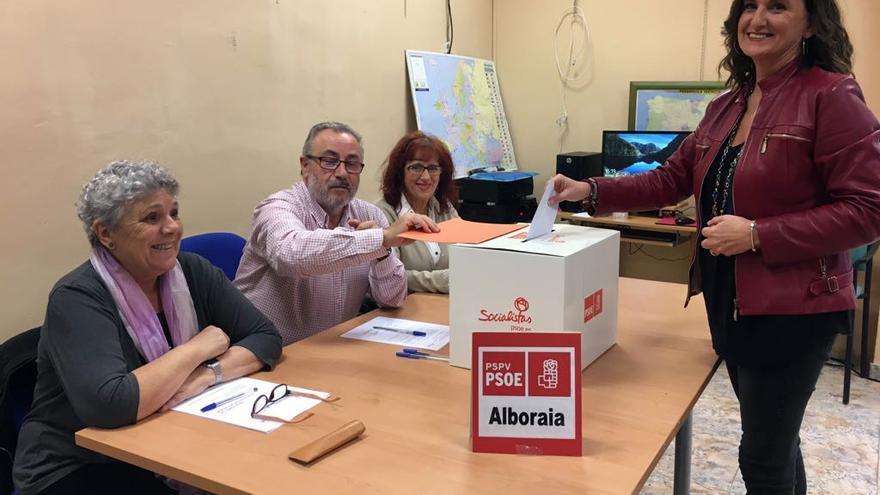 Mercedes Caballero votó en su agrupación de Alboraya