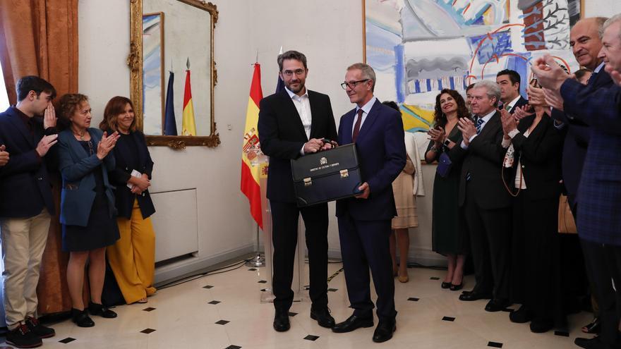José Guirao, aplaudido en el traspase de carteras