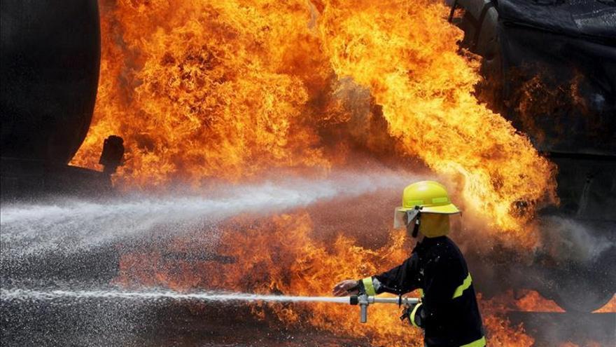 Medio millar de evacuados en EE.UU. por un incendio en tren cargado de petróleo