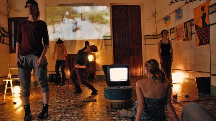 Una representación en una casa durante el festival