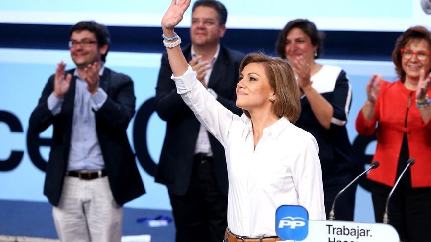 """Dirigentes próximos a Cospedal creen que seguirá como secretaria general del PP porque es el """"dique"""" que protege a Rajoy"""