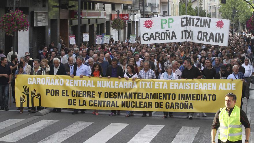 Marcha contra la central nuclear de Garoña en Vitoria. /EDN