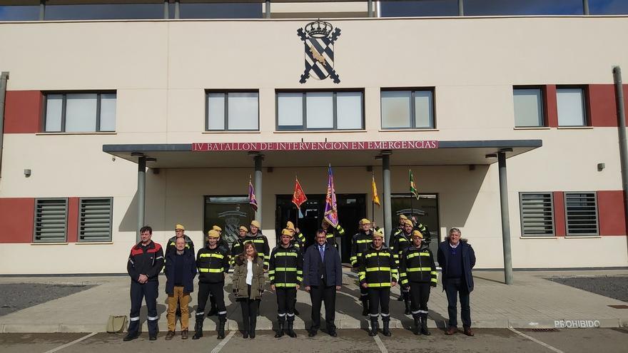 Remírez conoce los equipos y recursos de la Unidad Militar de Emergencias, ubicado en Zaragoza