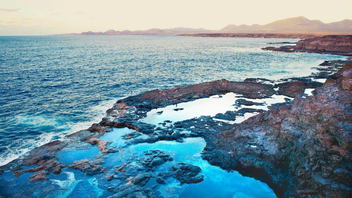 Charcos naturales de marea en Lanzarote.