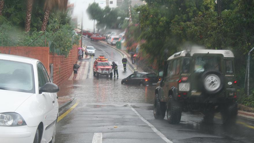 Una calle de Güímar anegada por el agua de las lluvias