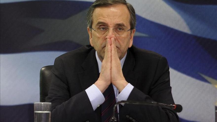 Samarás viaja a Catar buscando inversiones para Grecia