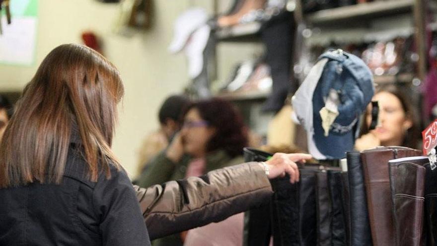 (Ampl.) Las ventas del comercio minorista se disparan un 4,4% y encadenan 13 meses de ascensos