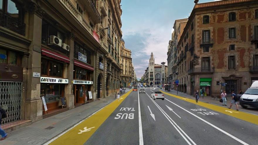 Ampliación en la calzada de las aceras de Via Laietana en Barcelona
