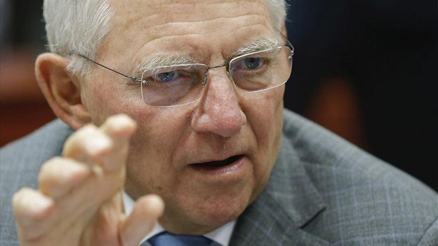 Schäuble subraya que depende del pueblo griego si continúa o no en el euro