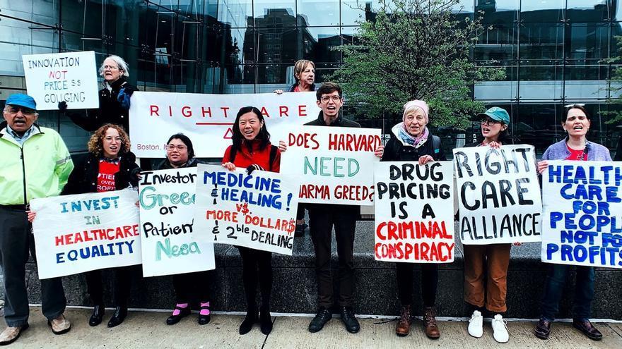 Manifestación solidaria en Boston para exigir insulina asequible.