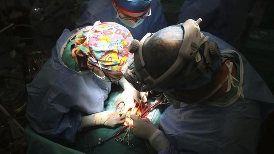Realizan en Navarra el primer implante de un corazón artificial de España
