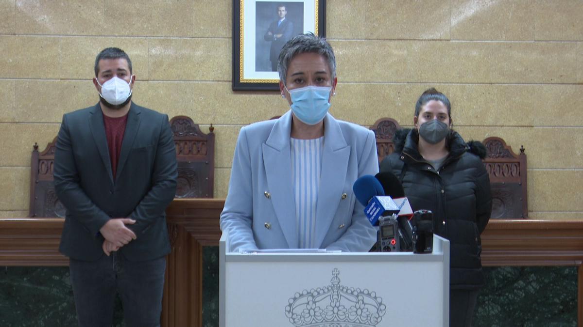 La alcaldesa de Calasparra junto a los ediles de Seguridad Ciudadana y Comunicación