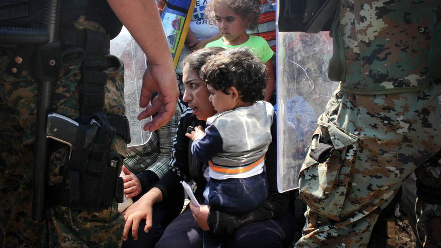 (NO USAR) Serbia y Macedonia exigen más ayudas internacionales y un plan concertado con la Unión Europea para gestionar la ola de llegadas de refugiados a estos países en su camino a Europa Occidental | Sergi Cámara