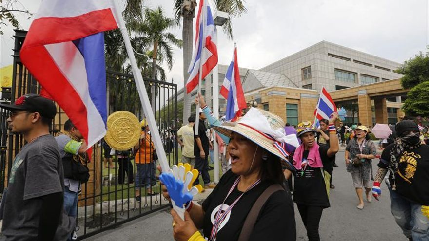 Los manifestantes antigubernamentales ocupan varios ministerios en Tailandia