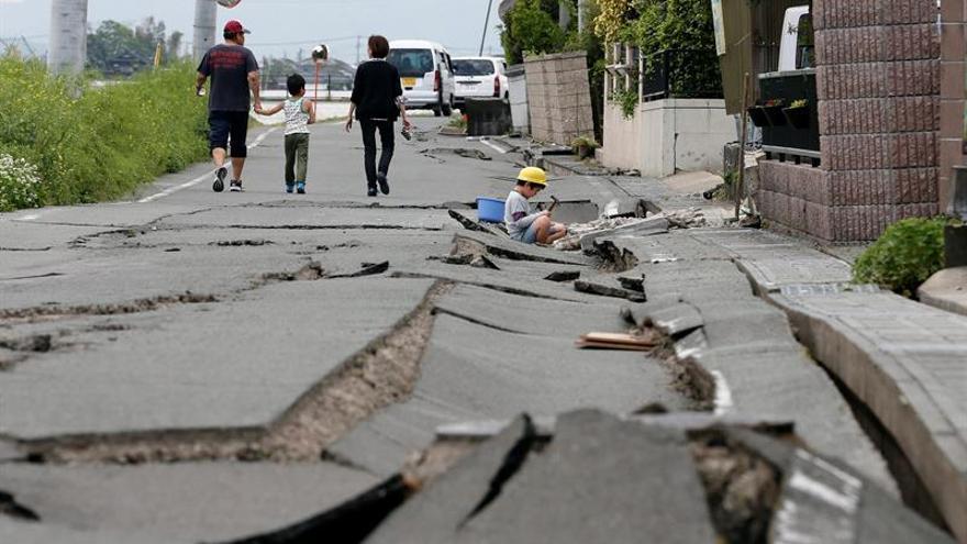 Dos potentes seísmos sacuden Japón y causan mas de 30 muertos y miles heridos