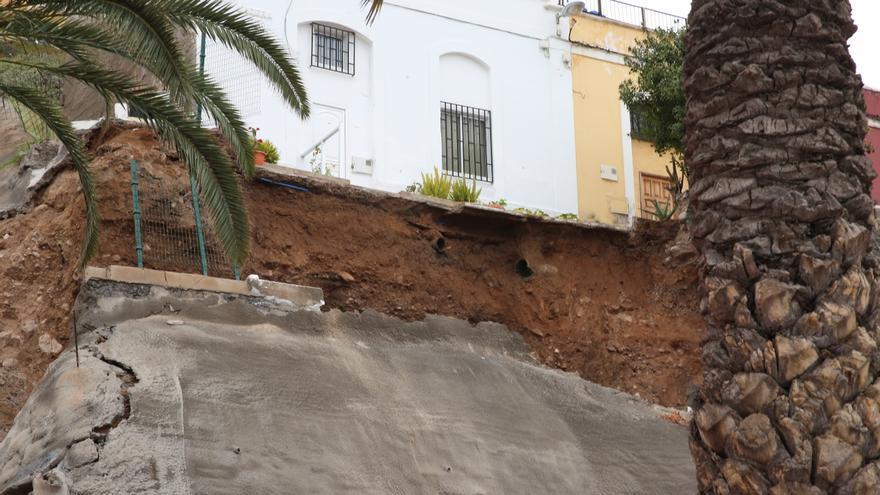 Así se encuentra el paseo de Chil tras el derrumbe de esta madrugada