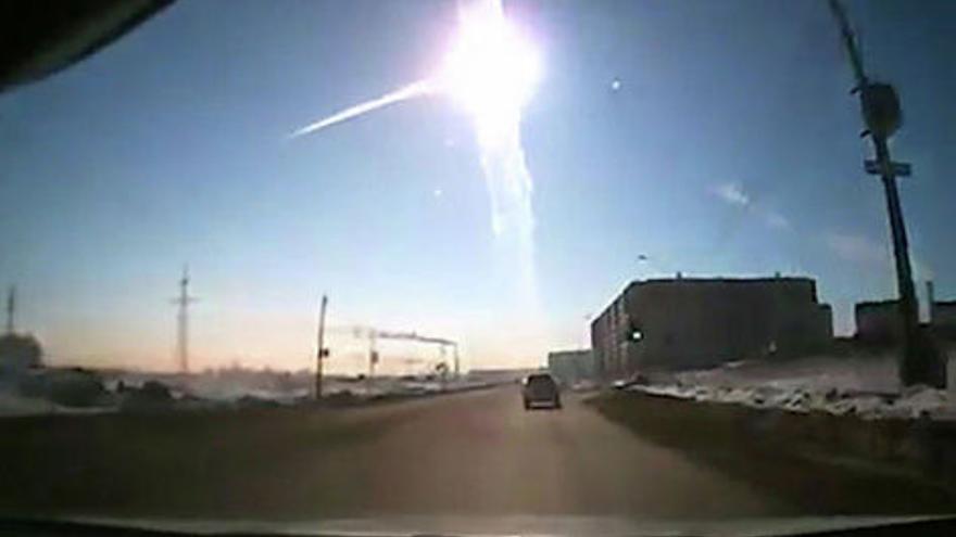 Escenario Apocalíptico: Millones de asteroides asesinos amenazan al planeta Bolido-Cheliabinsk-paso-Rusia_EDIIMA20170309_0725_4