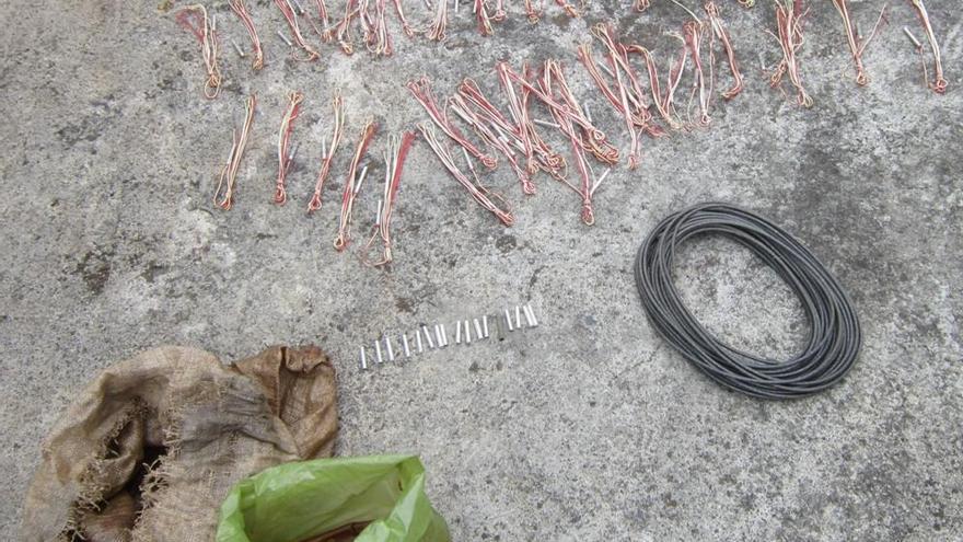 Parte del material destruido. Foto cedida por la Guardia Civil.