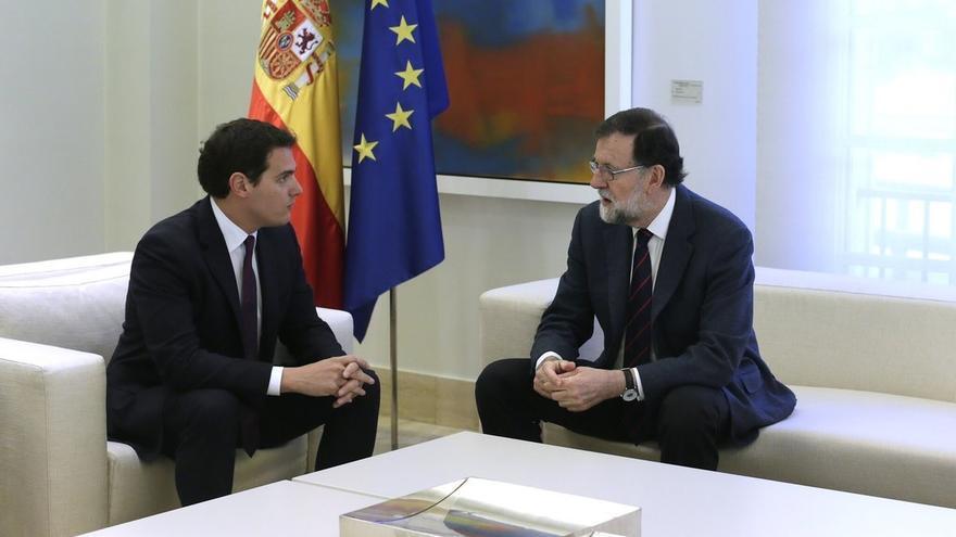 Rajoy y Rivera terminan su reunión de una hora en Moncloa para analizar la situación en Cataluña