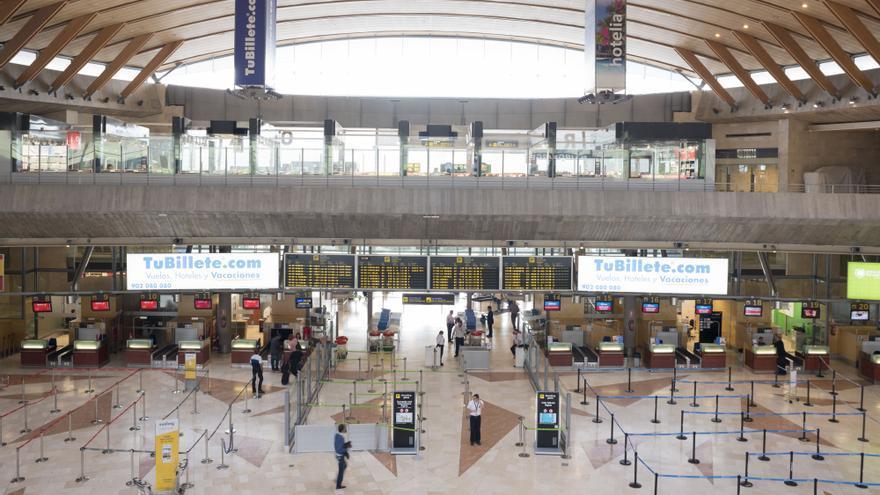 Zona de facturación y controles de seguridad en el Aeropuerto de Tenerife Norte