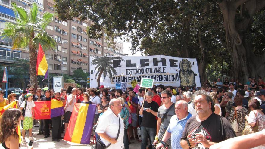 Pitidos y petardos durante los discursos de Rajoy y el Príncipe en la inauguración del AVE en Alicante