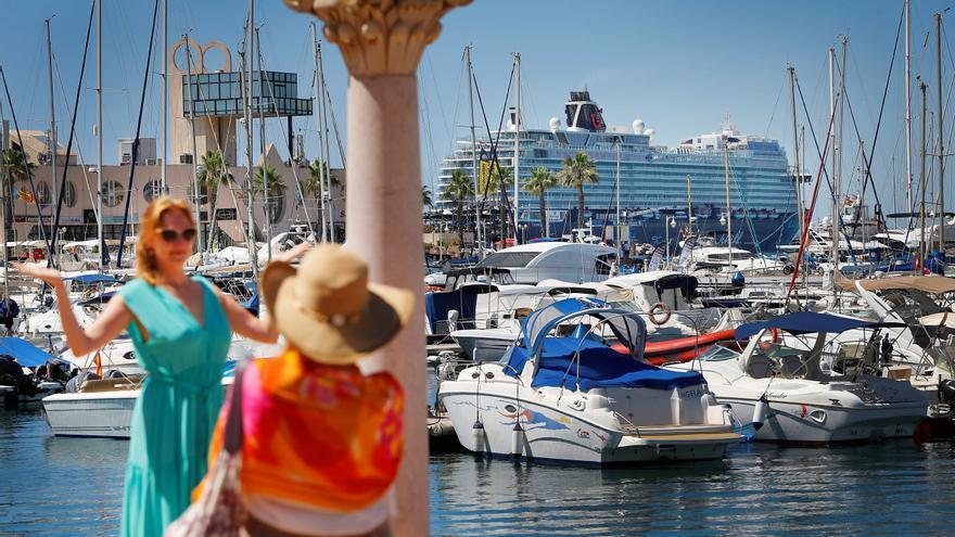 Atraca en Alicante el primer crucero en 15 meses, con 800 alemanes a bordo