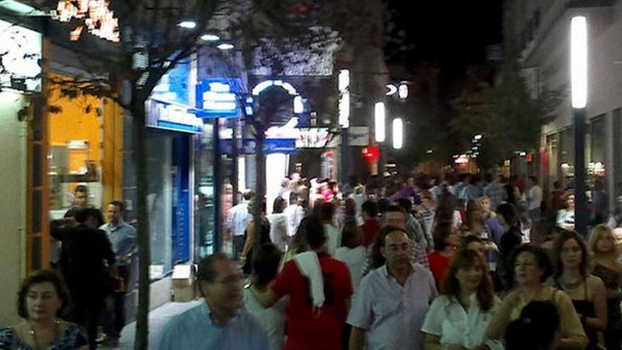 Menacho Badajoz centro comercial abierto