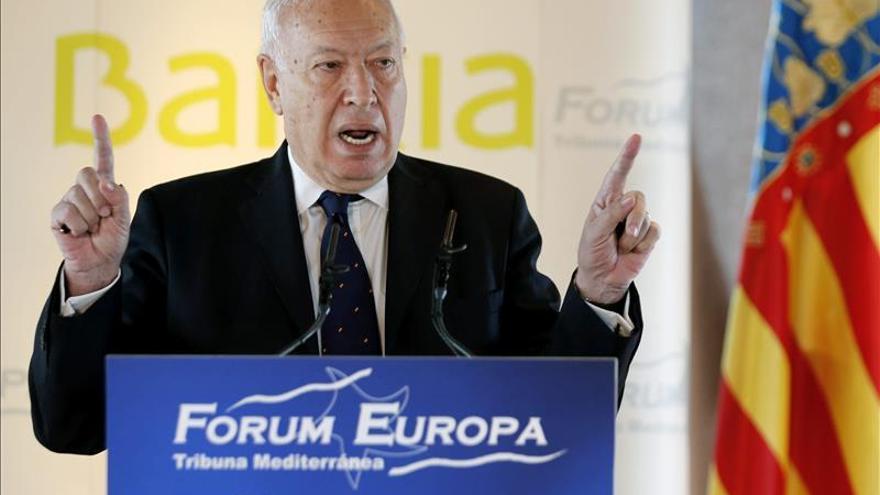 Margallo dice que Exteriores no ha contactado aún con 35 españoles en Nepal
