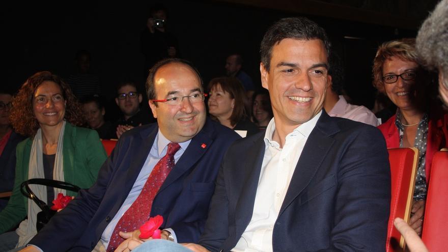 """El PSOE y el PSC sellan una oferta política para Cataluña que evite el """"choque de trenes"""" por el 1-O"""