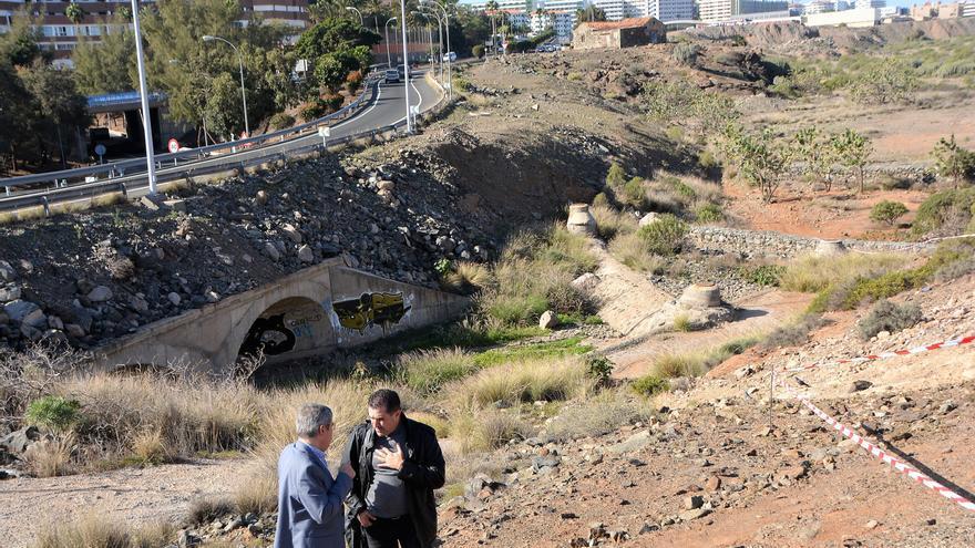 Reunión de trabajo a tres bandas entre el alcalde de San Bartolomé de Tirajana, Marco Aurelio Pérez y los directores generales de Patrimonio Cultural del Gobierno de Canarias y de Cultura del Cabildo de Gran Canaria.
