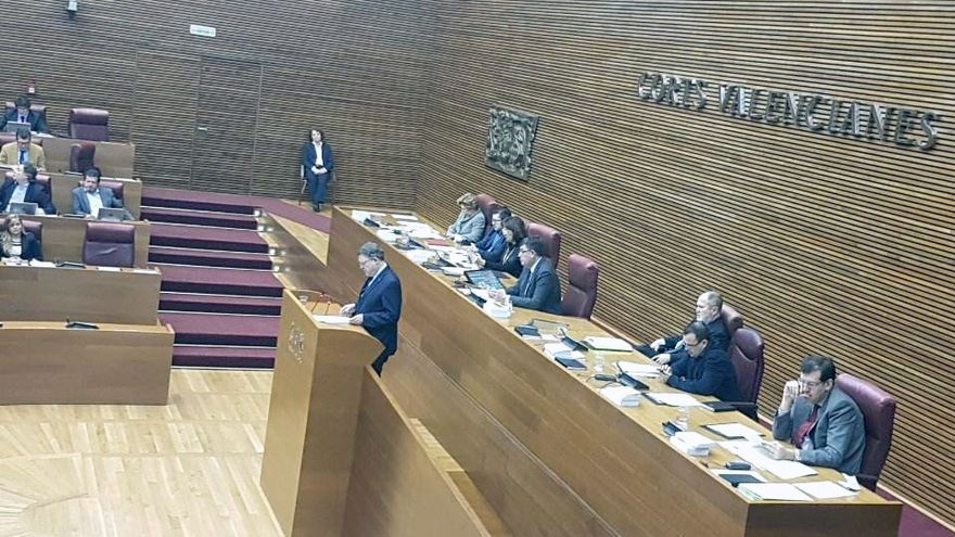 El president Ximo Puig interviene en la sesión de control en las Corts