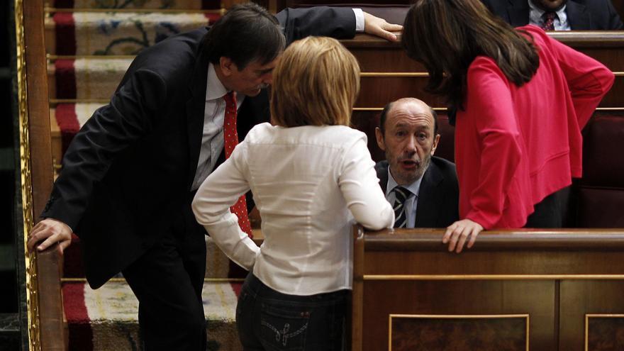 Rubalcaba aconseja a Rajoy afrontar el problema catalán con diálogo, desoyendo a separatistas y separadores