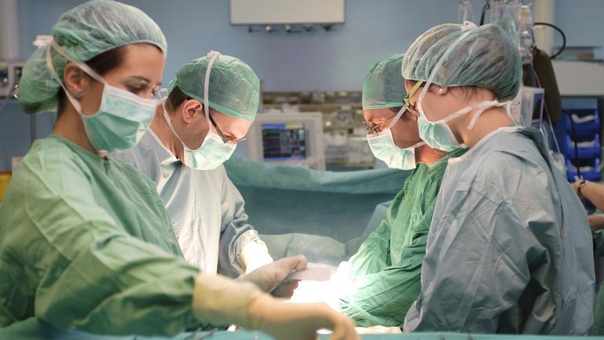 El SAS contratará a más de 17.500 profesionales para garantizar la atención sanitaria en verano, un 32% más que en 2016