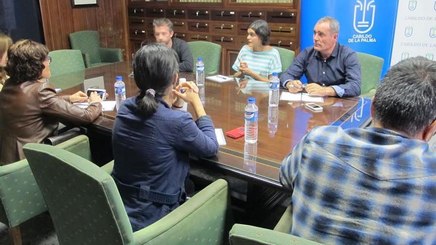 Reunión del consejero insular de Planificación y técnicos del área con ponentes que han participado en las jornadas sobre custodia del territorio.