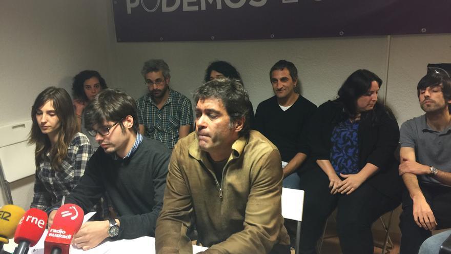 La nueva dirección de Podemos en Euskadi: en el centro, con gafas, Lander Martínez y en segunda fila el primero por la derecha Eduardo Maura.